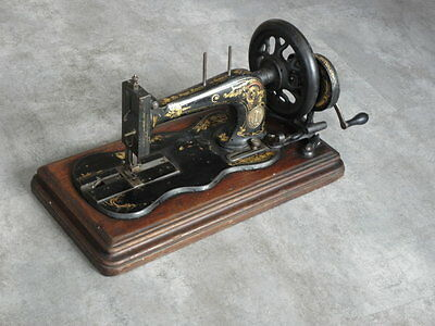 ANTIQUE SEWING MACHINE singer old Hand Crank TOOLS vintage century iron