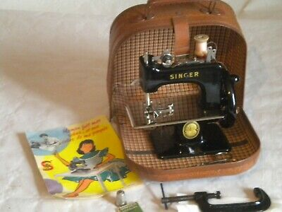 Vintage singer model 20 French childs toy sewing machine black with case