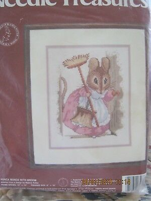 Hunca Munca Mousewith Broom Beatrix Potter Needlepoint/tap Threads Wool Canvas