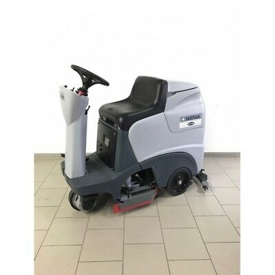 Nilfisk BR 651  / SCRUBBER DRYER WITH NEW BATTERY