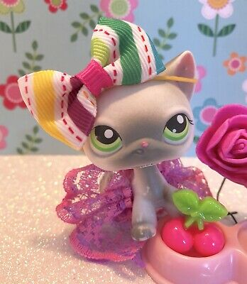 Authentic Littlest Pet Shop # 125 Grey White Siamese Short Hair Cat Green Eyes