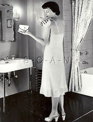 Original Vintage Große Risque Pinup Foto Hautpflege Advertising- Bathroom- 1953