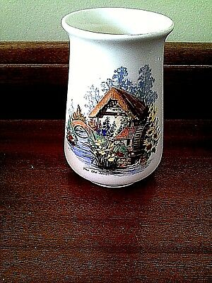 VINTAGE DECORATIVE CERAMIC VASE ( box 7 )