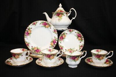 Lot of 15 Pc. Vintage Royal Albert 'Old Country Roses' Tea Pot, Cups, Plates