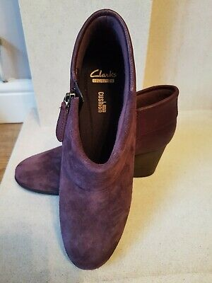 Clarks Cushion Soft Size 7 Ankle Boots mulberry suede immaculate