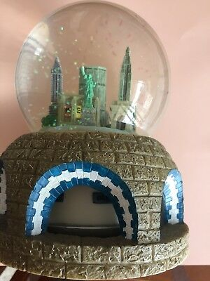 "New York skyline Musical SnowDome Snow Globe plays ""NewYork NewYork""song 👍"