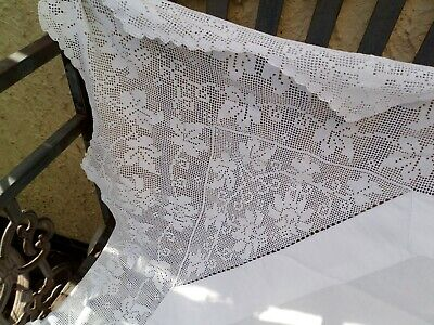 Stunning stunner Vintage Irish tablecloth with large  crochet lace  edging.