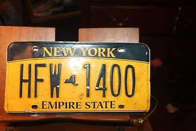 2010 New York Empire State License Plate HFW 1400 BENT