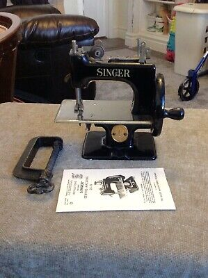 Rare Antique Vintage Singer 20 Sewhandy Toy Child Small Sewing Machine 1940-50