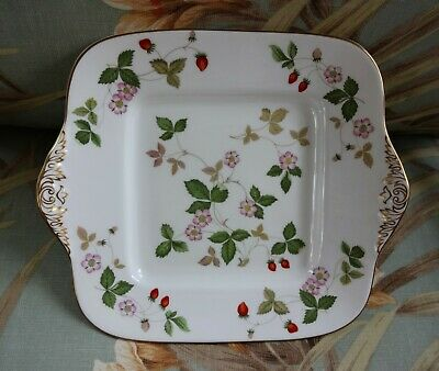 Wedgwood Wild Strawberry Square 9 1/2 Inch Serving Plate