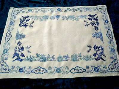 Gorgeous Blue Willow   ~ Vintage Hand Embroidered Large Centre/Mat