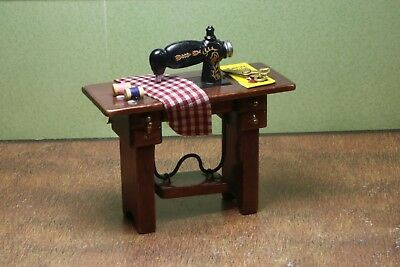 """Sewing Machine MUSEUM QUALITY DOLLHOUSE FURNITURE 1:12 or 1"""" Scale BESPAQ"""