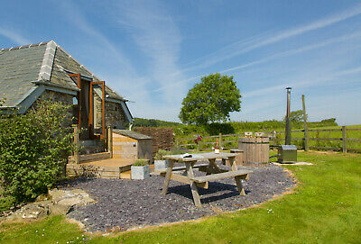 Luxury Romantic Holiday Cottage for 2 with Hot Tub - Tues 19 March for 2 nights