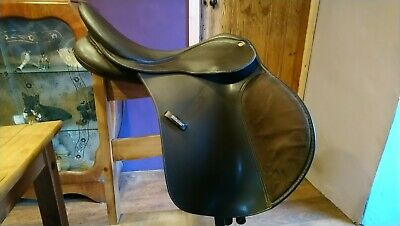 """Wintec Brown Synthetic 17"""" GP Saddle, adjustable Gullet"""