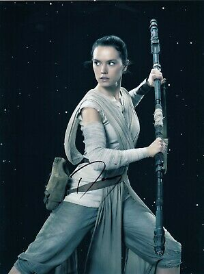 Daisy Ridley Signed  8x10 auto photo in Excellent Condition