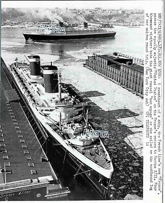 French Line CGT SS France & SS United States ocean liner ship  PRESS photo 1962