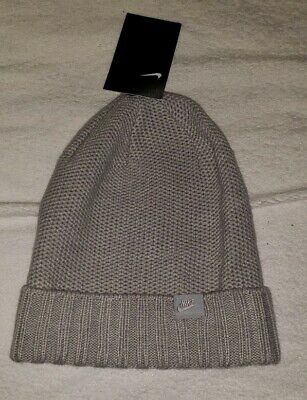 0046ae5f NWT NIKE SPORTSWEAR KNIT BEANIE Removable Pom PORT WINE 878120-652 ...