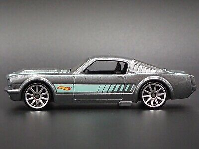 1965 Ford Mustang 2+2 Fastback Rare 1:64 Echelle Diorama Voiture Miniature