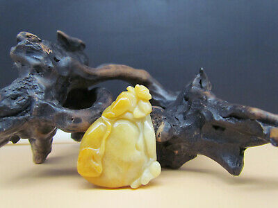 Chinese Exquisite Hand carved peach carving jadeite jade Pendant beast 003