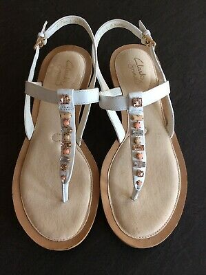 6e5b05807767 LADIES CLARKS TOEPOST Sandals White Leather Size 6 EU39 - £0.99 ...