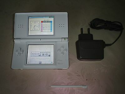 Console NINTENDO DS LITE BLANCHE  STYLET   CHARGEUR NEUF
