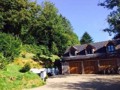 Cozy Retreat With Hot Tub In Cenarth West Wales