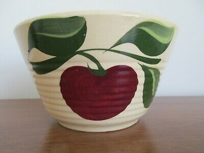 Vintage Watt Wear USA Hand Painted 3 Leaf Apple # 7 Ribbed Bowl - No Advertising