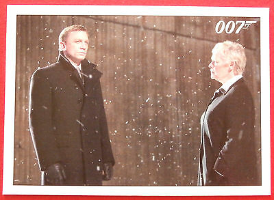 JAMES BOND - Quantum of Solace - Card #089 - Bond Is Debriefed by M Outside