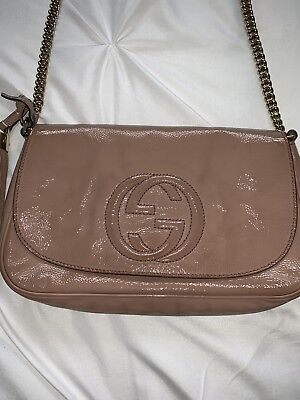 c7d812a17921 Gucci Soho Shoulder Bag Cross Body Chain Nude Beige Patent Leather Authentic