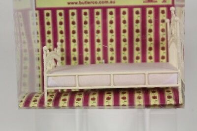 Vicky Collection, Doll's House Miniatures, FW05 Single Bed, 1:12 Scale.