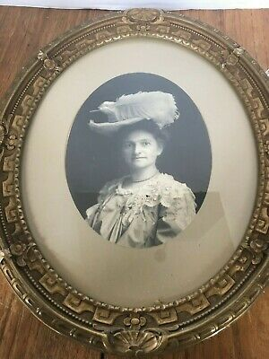 VINTAGE ANTIQUE LATE 1800's CARVED WOOD OVAL PICTURE FRAME GOLD TRIM WITH PHOTO