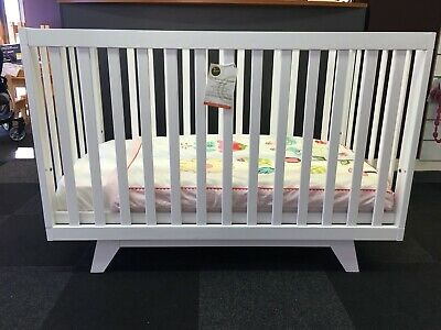 Boston 3-in-1 children's cot/toddler bed in gorgeous New Zealand pine + MATTRESS