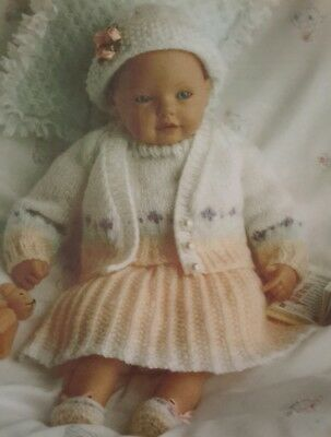 Le Ragazze Baby Doll Clothes Knitting Pattern DK altezza 12-22in cardigan abito 7208