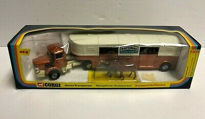 Vintage 1976 CORGI Horse Transporter 1105 ~ Complete with 4 Horses NEW in Box!