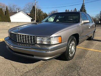 1995 Cadillac DeVille SEDAN DEVILLE 1995 CADILLAC DeVille LOW MILES 68,000 LEATHER 4.9 V8 ENGINE CHROME WHEELS