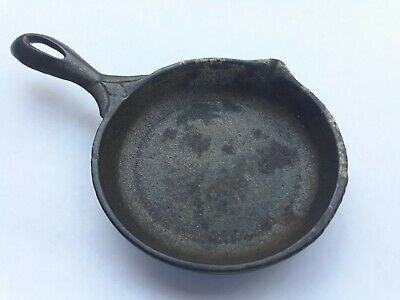 Antique Cast Iron Toy Skillet - Rare Fancy Handle Single Pour Spout Heat Ring