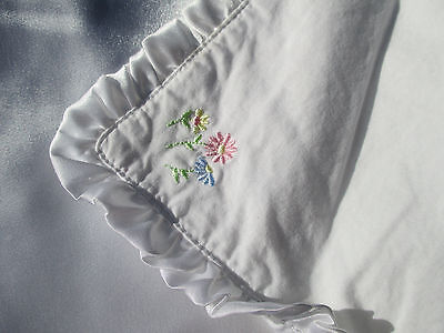 Carters Sweet Daisy Baby Blanket Crib Quilt Embroidered Flowers Satin Ruffles