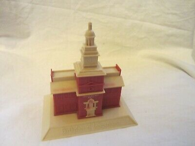 Vintage Americana Independence Hall Shaped Plastic Piggy Money Bank Red White