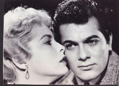 Tony Curtis Janet Leigh on the set of The Vikings 1958 behind scene photo 31642