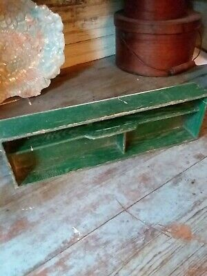 PRIMITIVE ANTIQUE wooden DIVIDED ORIG GREEN BOX