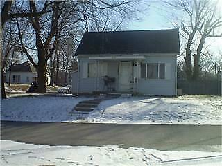 NO RESERVE!!! 952 Sq.Ft. for Sale in Terre Haute, IN UP FOR AUCTION!!!