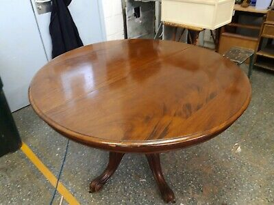Victorian Dining Table mahogany with one extra leaves on quadruple supports