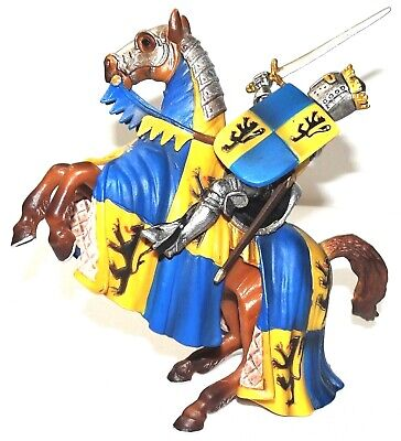 """SCHLEICH /""""World of Knights/"""" FLAG BEARER on HORSE @ Retired 70008 New"""