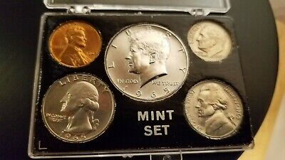 1965 kennedy mint set with 40% silver 1/2 dollar - p mint