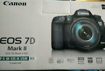 Canon EOS 7D Mark II EF-S 18-135mm f/3.5-5.6 IS USM Wi-Fi Adapter Kit
