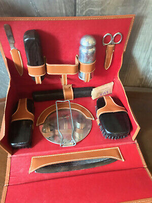 A GREAT 1940's VINTAGE MEN'S LEATHER TOILETRY GROOMING KIT GIFT