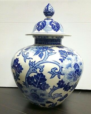 Large Chinese Blue and White Porcelain Covered Jar Vase 3 Character Mark