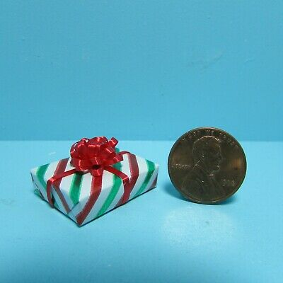 Dollhouse Miniature Wrapped Christmas Gift with Striped Wrapping /& Bow ~ CLD604