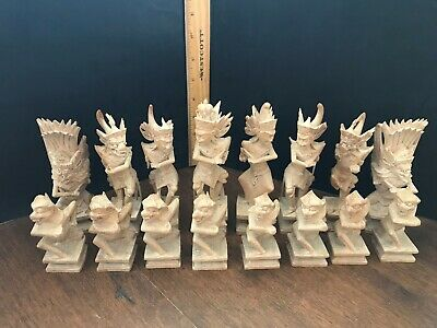 VINTAGE CHESS SET MID 20th C FINE BALINESE CARVING RAMAYANA EPIC K 161mm