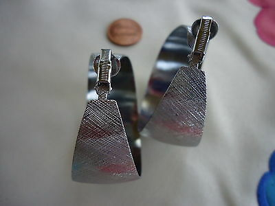 VTG ANTIQUE COSTUME WOMENS LARGE PAIR OF CLIP EARRING SILVER TONE 1930s-1980s